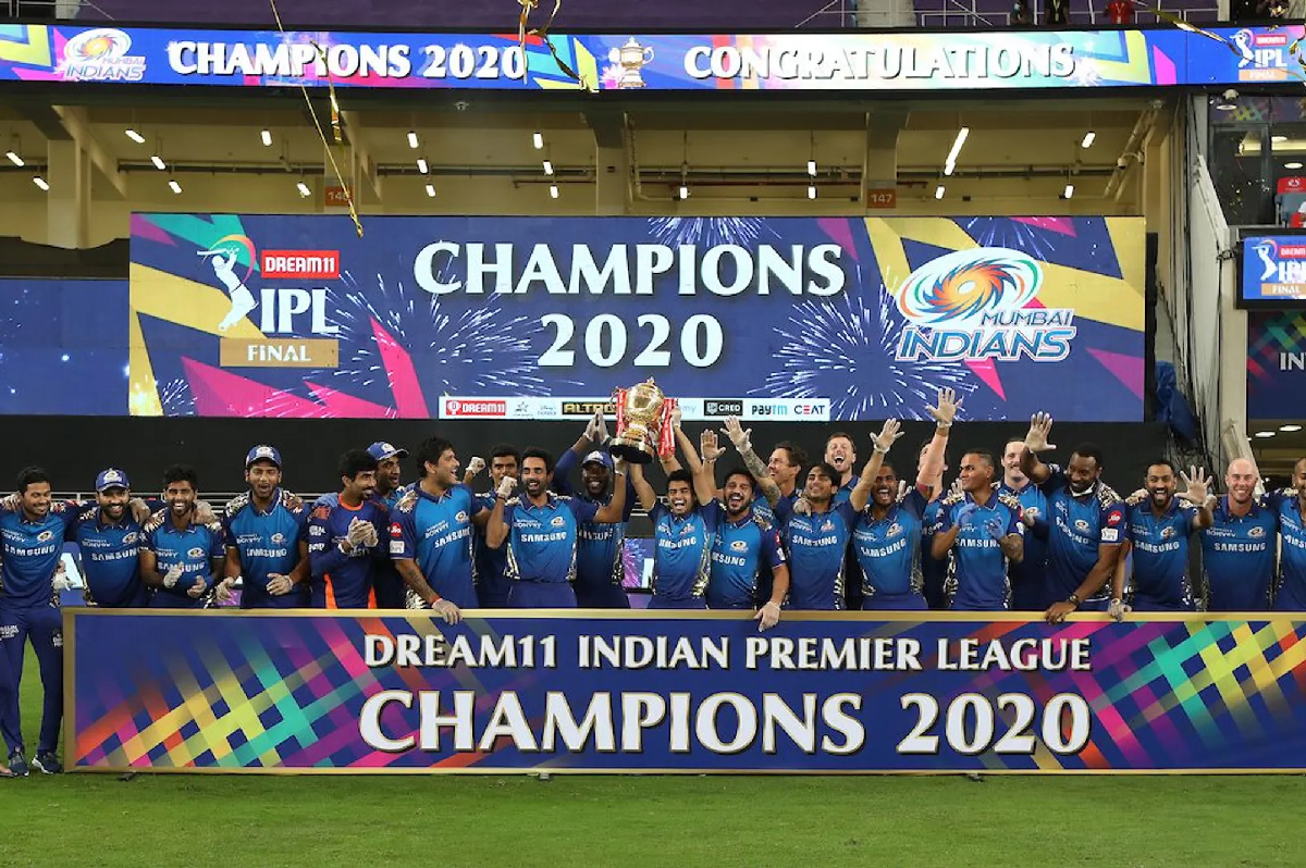 Mumbai Indians with IPL 2020 trophy