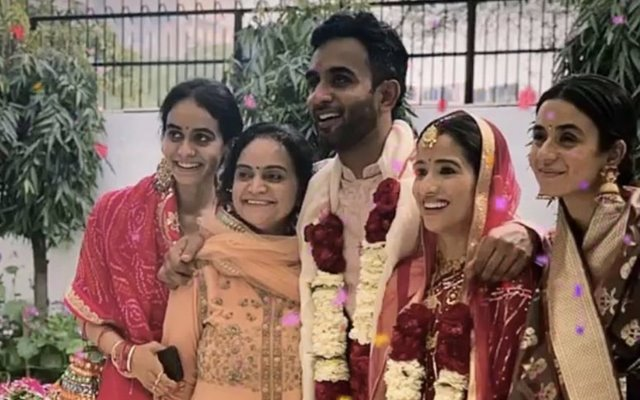 Jayant-Yadav-and-his-wife