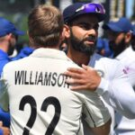 Virat Kohli congratulates Kane Williamson