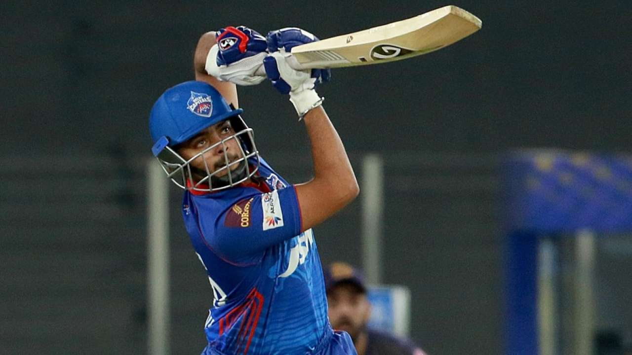 Prithvi Shaw smashed six fours in the first over Delhi Capitals' innings against the Kolkata Knight Riders | Photo: BCCI / IPL