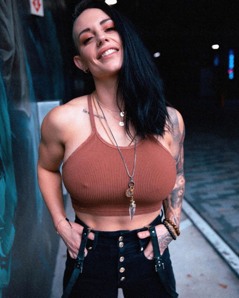 Ex WWE Diva Kaitlyn's Recent Insta Photos Could Brighten Up Your Day 4