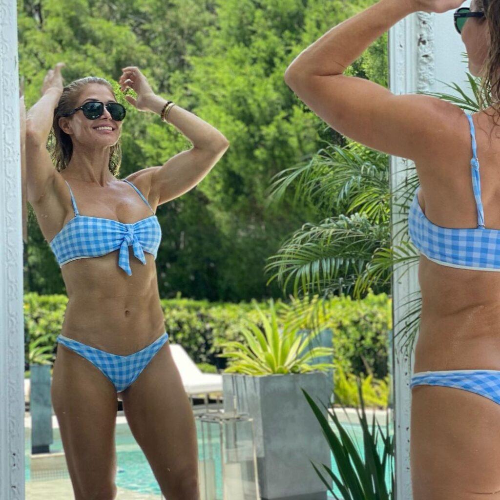 WWE Veteran Torrie Wilson Shines In New Insta Bikini Photos 5