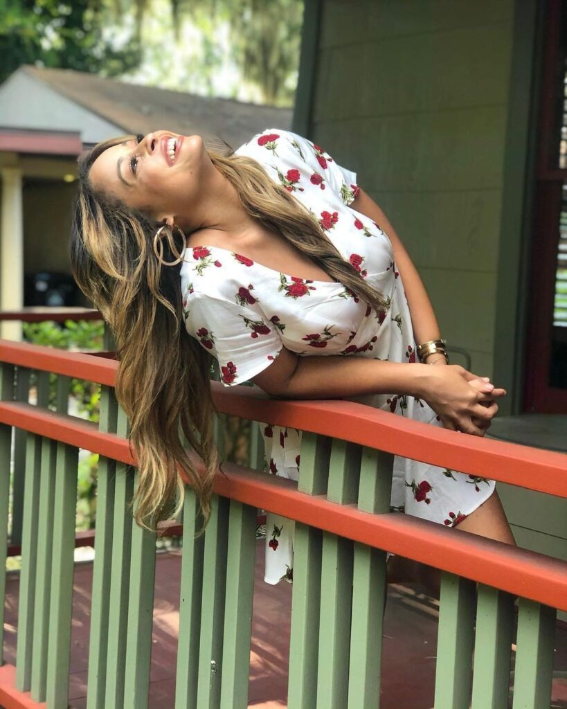 WWE Host Kayla Braxton Shares Positive Vibes Amid COVID-19 Pandemic 5