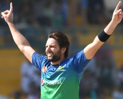 Shahid Afridi brings out his trademark starfish celebration Pakistan Super League