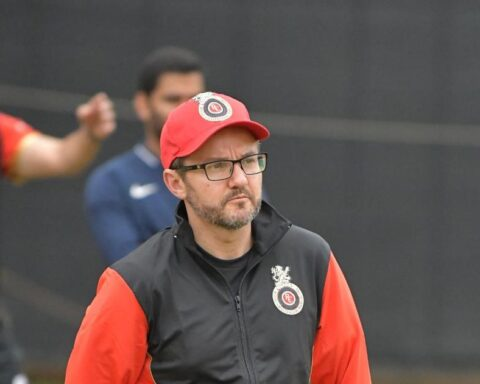 Mike Hesson will look to take RCB to the IPL Trophy | RCB