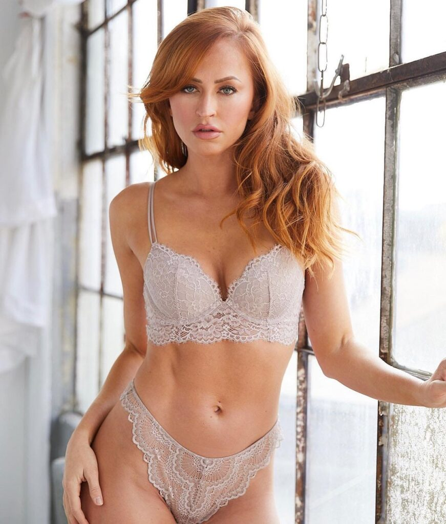 Ex WWE Diva Summer Rae Says Good Evening To Everyone In Lingerie Outfit 1