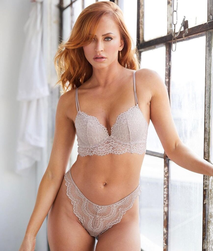 Ex WWE Diva Summer Rae Says Good Evening To Everyone In Lingerie Outfit 3