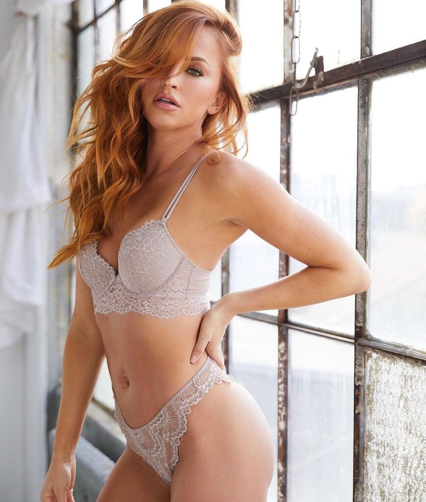 Ex WWE Diva Summer Rae Says Good Evening To Everyone In Lingerie Outfit 2