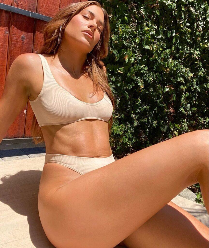 Photos: Ex WWE Diva Kelly Kelly Finds Inner Peace In Bikini 1