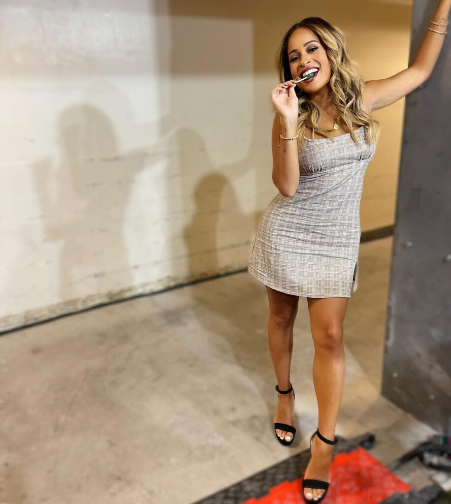 """WWE Smackdown Host Kayla Braxton Says """"She's Busy"""" In Hot Outfits 2"""