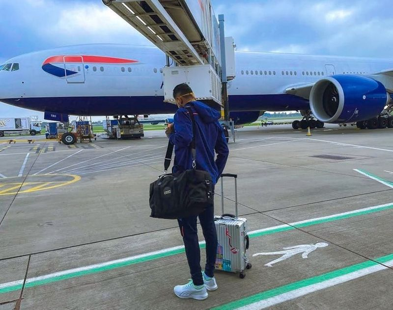 KL Rahul, who recovered from an emergency appendicitis operation to make the important England tour on time, on landing at the airport in the UK. Image Credit: Twitter/KL Rahul