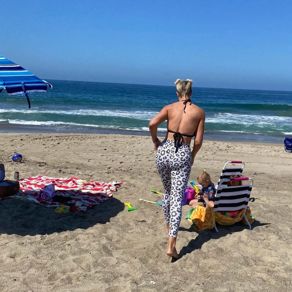 Maryse Posts Revealing Booty Photo; Ex WWE Announcer Renee Young Reacts 85