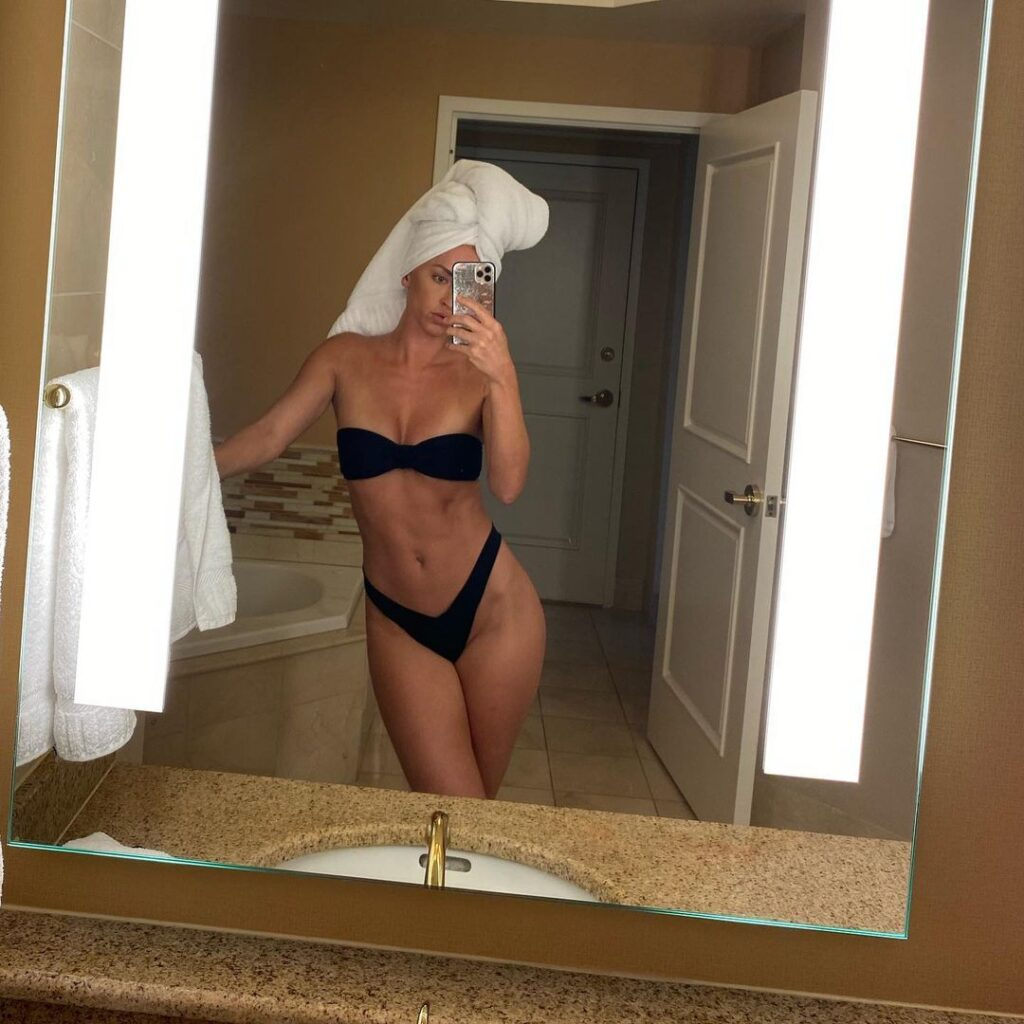 Ex WWE Star Summer Rae Shows Off Her 'Choosy' Body With Stunning Photos 93