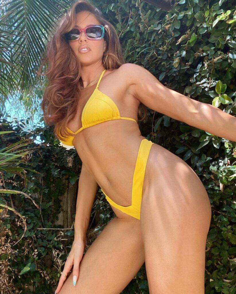 Ex WWE Diva Kelly Kelly Wishes Happy Labor Day 2021 In Bikini Snaps 65