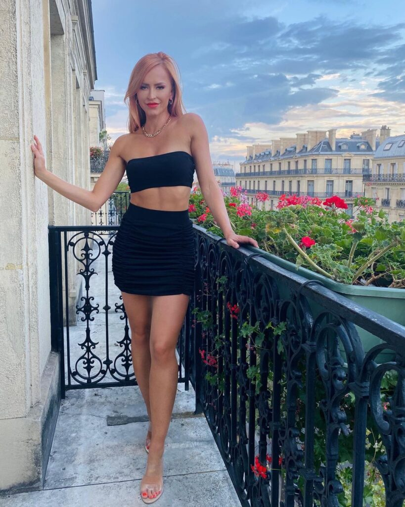 Ex WWE Star Summer Rae Shares Gorgeous Snaps From France Tour 18