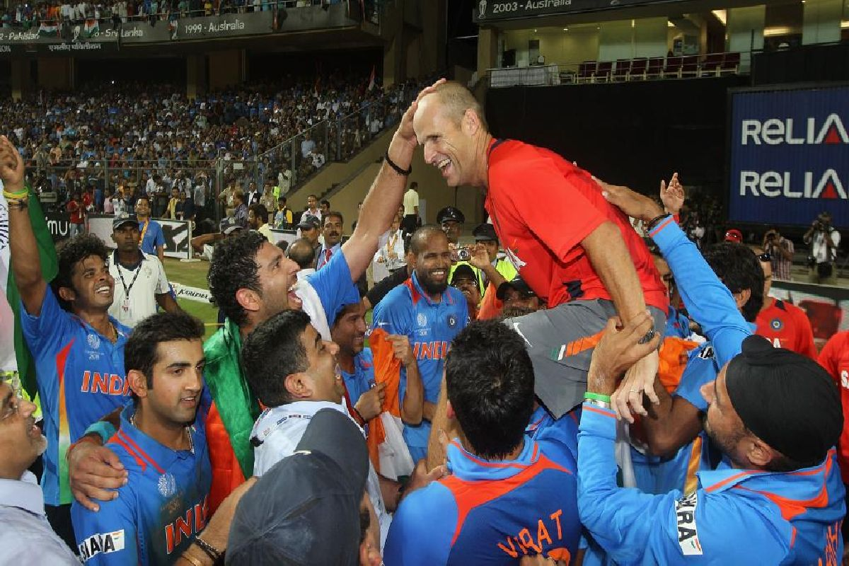 The coach of the ICC Cricket World Cup 2011 winning Indian team Gary Kirsten being carried on the shoulders of the champion team after India defeated Sri Lanka in the finals to lift the World Cup. (Photo: Twitter/@ICC)