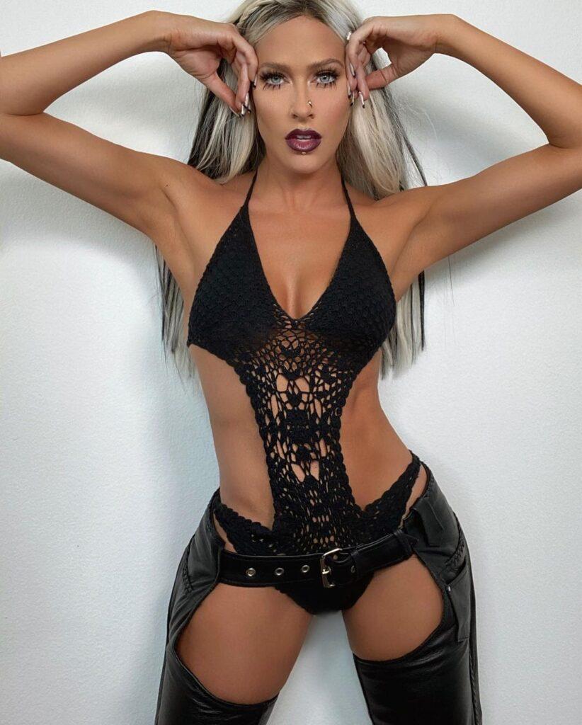 Ex WWE Star Kelly Kelly Wants Halloween Costume Ideas In Green Lingerie 3
