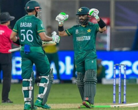 Pakistan Captain Babar Azam and Mohammad Rizwan chased down India's score of 151 in 17.5 overs | Twitter | @WahabViki